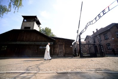 Pope Francis at auschwitz2