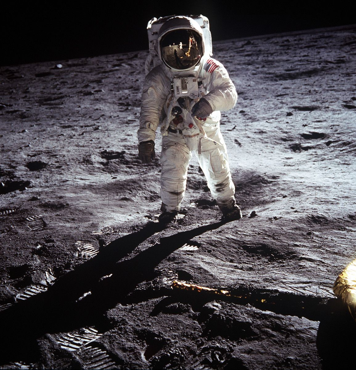 the_day_we_walked_on_the_moon_09